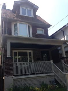 Shiny, happy Riverdale 4 bed home - Houses for Rent in Toronto - Get $25 credit with Airbnb if you sign up with this link http://www.airbnb.com/c/groberts22