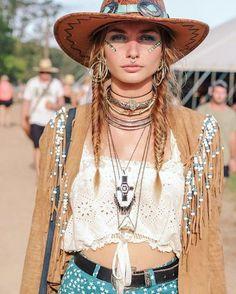 ╰☆╮Boho chic bohemian boho style hippy hippie chic bohème vibe gypsy fashion indie folk the . Hippie Style, Hippie Look, Gypsy Style, Boho Gypsy, Bohemian Style, Bohemian Jewelry, Bohemian Outfit, 70s Style, Tribal Jewelry