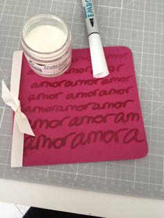tarjeta hecha con rotulador y polvos de embossing