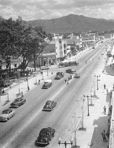 Año 1954. Caracas de antaño. Av. San Martin, Plaza Capuchinos.