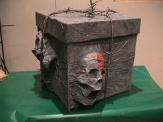 DIY Creepy box. This would be fun to put the Halloween treats in but I think it would be great just as a picture on a flat surface.