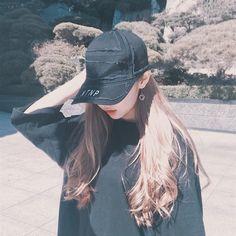 Never make someone fall in love with you, if you still can't give you… # Fiksi penggemar # amreading # books # wattpad Korean Girl Cute, Korean Girl Ulzzang, Ulzzang Girl Fashion, Mode Ulzzang, Asian Girl, Swag Girls, Girl Korea, Uzzlang Girl, Wattpad