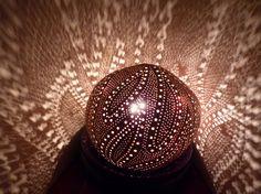 Lampe d'ambiance exotique en noix de coco sculptée VENDUE/SOLD