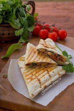 Конвертики с мясом и фасолью в лаваше рецепт на сайте http://gotovim-doma.ru/view.php?r=1227-recept-Konvertiki-s-miasom-i-fasoliu-v-lavashe