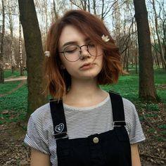 girl girl short hair New hair peinados short ideas Short Brown Hair, Girl Short Hair, Short Hair Cuts, Short Hair Styles, Cute Short Hair, Short Dyed Hair, Short Colorful Hair, Colored Short Hair, Vintage Short Hair
