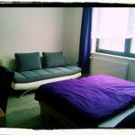artrooms-gästezimmer (artroomsgstezim) auf Twitter Bed & Breakfast, Lounge, Rooms, Couch, Twitter, Furniture, Home Decor, Chair, Airport Lounge