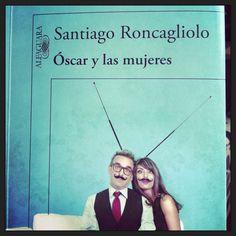 La televisión nunca ha estado tan cerca de la literatura. Santiago Roncagliolo nos trae una divertida historia sobre un guionista en la ruina, cuya vida parece más un culebrón que el mismo guión que está escribiendo. Está para reírse en cada página. Muy buena recomendación.