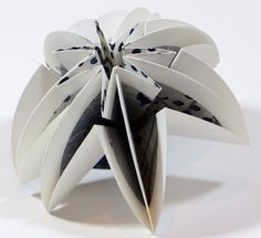 Folded Paper - Nice website with other original folded paper concepts.