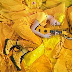 💛 Fine Art 📸 Photographie aux nuances de jaune no 12 📸 Mellow Yellow, Mustard Yellow, Black N Yellow, Lemon Yellow, Rainbow Aesthetic, Aesthetic Colors, Aesthetic Yellow, Color Explosion, Yellow Theme