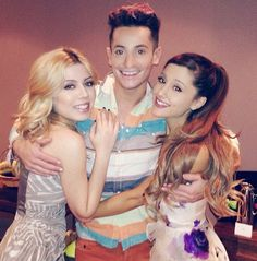 Ariana Grande, Jennette Mccurdy & Frankie J Grande at The Sam & Cat London premiere Vines Funny Videos, Vine Videos, Funny Vines, Ariana Grande Baby, Ariana Grande Photos, Frankie J Grande, Vine Girls, Icarly And Victorious, Ariana Grande Sweetener