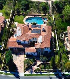 $$$ Kylie Jenner's $2,700,000 mansion in Calabasas, CALIFORNIA that she bought when she turned 18! $$$
