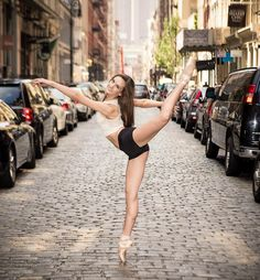 22 Incredible Photos Of Ballerinas In Urban Cityscapes Of New York City (photos by Luis Pons): Bryn Michaels in SoHo.