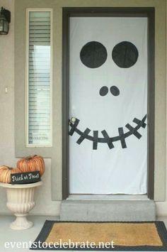 Basta con papel y tijeras para convertir tu puerta en un graaaan fantasma!