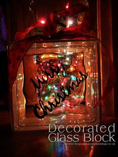 019 Ideas for Christmas Decorated Glass - http://ideasforho.me/019-ideas-for-christmas-decorated-glass/ -  #home decor #design #home decor ideas #living room #bedroom #kitchen #bathroom #interior ideas