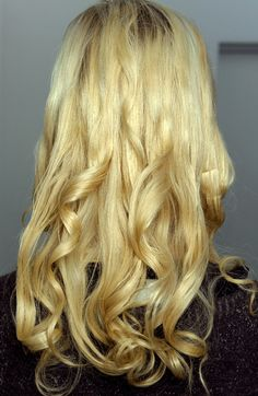 How to for Prada homemade curls! 2012 trend    http://www.fashionising.com/trends/b--prada-catwalk-hair-14064.html