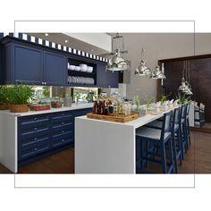#mulpix Que tal uma cozinha neste tom de azul? Chique né! A Florense adora…