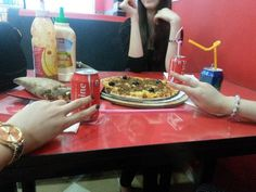 Food with friends discovered by La Repentance Happy Birthday Wishes For Her, Happy Birthday Quotes For Friends, Disney Castle Cake, Cute Iphone Wallpaper Tumblr, Beautiful Girl Facebook, Flipagram Instagram, Cute Couple Selfies, Tumblr Food, Teen Girl Photography