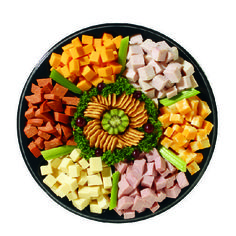 pictures of deli meat and cheese trays Cheese And Cracker Platter, Meat Cheese Platters, Deli Platters, Meat Trays, Party Platters, Food Platters, Meat Platter, Party Trays, Fruit Trays