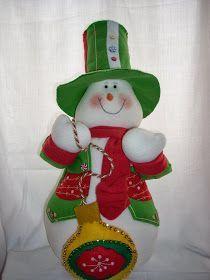 nieve verde nieve rojo nieve azul panera Donut San Nicolás botones dorados Galleta Nieve P... Felt Ornaments, Christmas Ornaments, Christmas Holidays, Snowman, Lily, Holiday Decor, Crafts, Home Decor, Desserts