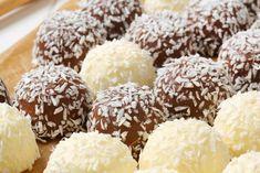 Kuglice od kokosa i čokolade: Bez pečenja i mlijeka u prahu Raw Food Recipes, Sweet Recipes, Dessert Recipes, Xmas Cookies, Party Drinks, Appetizers For Party, Doughnut, Sweet Tooth, Deserts