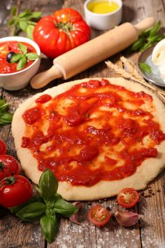 A homemade pizza sauce . it's so good - Recipes - Ma Fourchette Homemade Frappuccino, Frappuccino Recipe, Berry Smoothie Recipe, Easy Smoothie Recipes, Sauce Tomate Pizza, Best Pizza Dough, Grilled Fruit, Pizza Recipes, Yummy Drinks