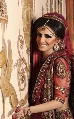 faryal+makhdoom+bride+pic.jpg 253×409 pixels