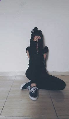 Ideas para poses sin mostrar la cara - fire away paris Tumblr Photography, Girl Photography Poses, Girl Photo Poses, Girl Poses, Tmblr Girl, Girls Heart, Wow Photo, Ft Tumblr, Shotting Photo