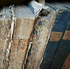 old books by Helena de la Guardia.