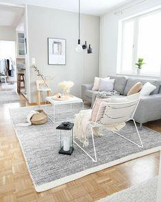 Minimalist Living Room Ideas and Inspiration Home Living Room, Interior Design Living Room, Simple Living Room Decor, Living Comedor, Lounge Design, New Home Designs, Cheap Home Decor, Decoration, Furniture