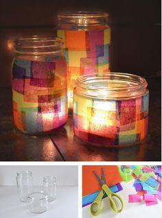 Esta es una manera extremadamente sencilla, y eficaz, de convertir tarros de vidrio reciclados en recipientes de colores, imitando, en este caso, a las típicas vidrieras de una catedral. Una idea ingeniosa, simple y muy barata. Vía Mom Spark…