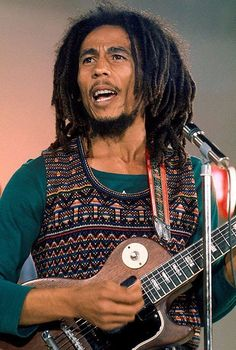 Your spirit lives on. Bless up! See him, peace instantly. Bob Marley Art, Bob Marley Legend, Reggae Bob Marley, Bob Marley Quotes, Dancehall Reggae, Reggae Music, Rock Music, Bruce Lee, Eminem