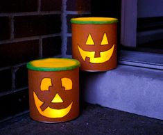 Make DIY Halloween luminaries from recycled baby formula cans and tissue paper. Use flameless candles and line your sidewalk and front porch with lighted pumpkin grins! Tin Can Decorations, Cute Halloween Decorations, Bonbon Halloween, Halloween Crafts, Kid Crafts, Formula Can Crafts, Baby Formula Cans, Diy Halloween Luminaries, Formula Containers