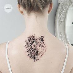 Lobo y Flores - Tatuajes para Mujeres. Encuentra esta muchas ideas mas de Tattoos. Miles de imágenes y fotos día a día. Seguinos en Facebook.com/TatuajesParaMujeres!