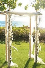 bamboo arch- Simple and I love those twiggy branches on front...it will be mine!