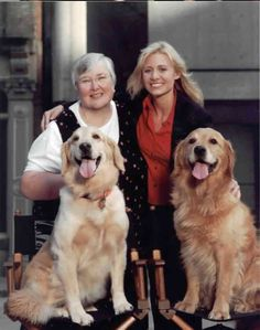 Sue Thomas FBEYE | Sue Thomas (left) on the set of Sue Thomas: F.B. EYE with actress Deanne Bray (right)
