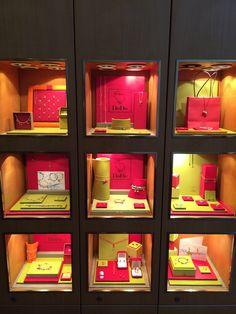 Dodo pomellato mk jewelry amsterdam Jewelry Store Design, Jewellery Display, Jewelry Stores, Exhibition Booth, Jewelry Packaging, Locker Storage, Pomellato, Display Ideas, Amsterdam