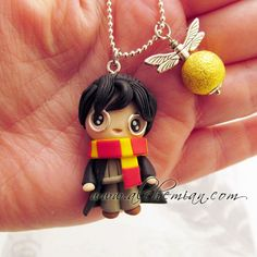 *POLYMER CLAY ~ Chibi cute Harry Potter polymer clay necklace ~ this would be cute but he doesn't have the glasses <--- spoken like a true potterhead Polymer Clay Kunst, Cute Polymer Clay, Cute Clay, Polymer Clay Necklace, Fimo Clay, Polymer Clay Projects, Polymer Clay Charms, Polymer Clay Creations, Clay Crafts