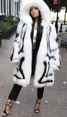 Beyonce Nicki Minaj, Nicki Minaj Outfits, Nicki Minaj Barbie, Nicki Minja, Hip Hop Fashion, Fur Fashion, Nicki Baby, Nicki Minaj Wallpaper, Nicki Minaj Pictures