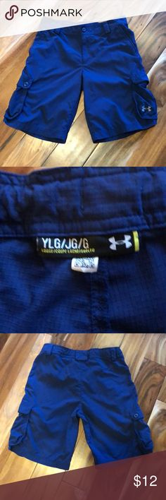 Under Armour Boys' Shorts Excellent Used Condition Loose: Fuller cut for complete comfort. Soft, ultra-lightweight woven fabric, built for durability & comfort Moisture Transport System wicks sweat & dries fast Stretch-engineered waistband with adjustable inner elastic for a perfect fit Inder Armour Bottoms Shorts