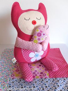 Sweet little cat by acasadoguaxinim on Etsy, €22.50 Poppy loves her catty toy!