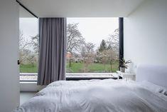 Minimalist Window, Modern Minimalist House, Villas, Home And Living, Modern Architecture, Interior Inspiration, Sweet Home, Windows, Curtains