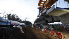 Cómo funciona la mega máquina con la que hacen el viaducto del tren Mitre - 13/07/2018 - Clarín.com