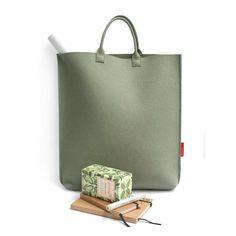 We love this felt shopper designed by Manon Garritsen.