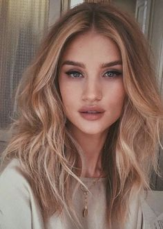 Golden Blonde Balayage for Straight Hair - Honey Blonde Hair Inspiration - The Trending Hairstyle Hair Day, New Hair, Hair Inspo, Hair Inspiration, Medium Hair Styles, Short Hair Styles, Hair Medium, Light Blond, Honey Blonde Hair