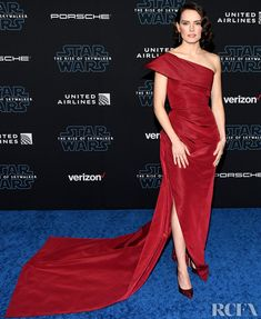 Daisy Ridley Wore Oscar de la Renta To The 'Star Wars: The Rise Of Skywalker' LA Premiere Pink Carpet, Red Carpet Looks, Daisy Ridley Hot, Hollywood Red Carpet, Glamour Photo, Woman Movie, Red Carpet Fashion, Star Fashion, Women's Fashion