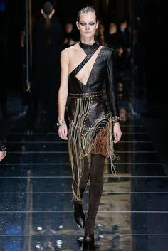 See the complete Balmain Fall 2017 Ready-to-Wear collection.