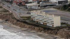 El mar se traga 300 edificios en diez años en Francia / @el_pais | #readyforclimatechange