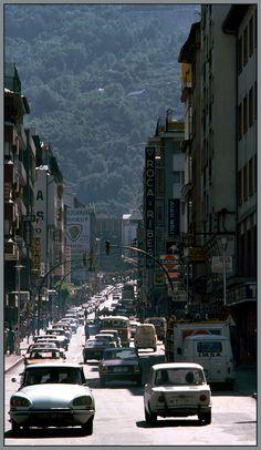L'Avinguda Meritxell fa uns quants anys! Sembla una autopista! #andorralavella #andorra