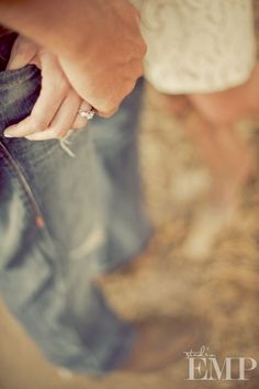 Engagement Photo Session Ideas   Props   Prop   Photography   Clothing Inspiration  Fashion   Pose Idea   Poses  