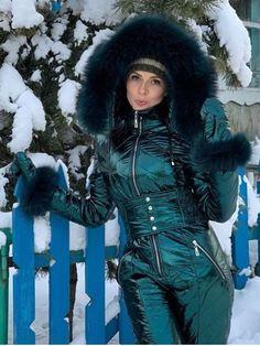 Snow Fashion, Fur Fashion, Winter Fashion, Sporty Fashion, Fashion Women, Modesty Fashion, Arab Fashion, Pants For Women, Jackets For Women